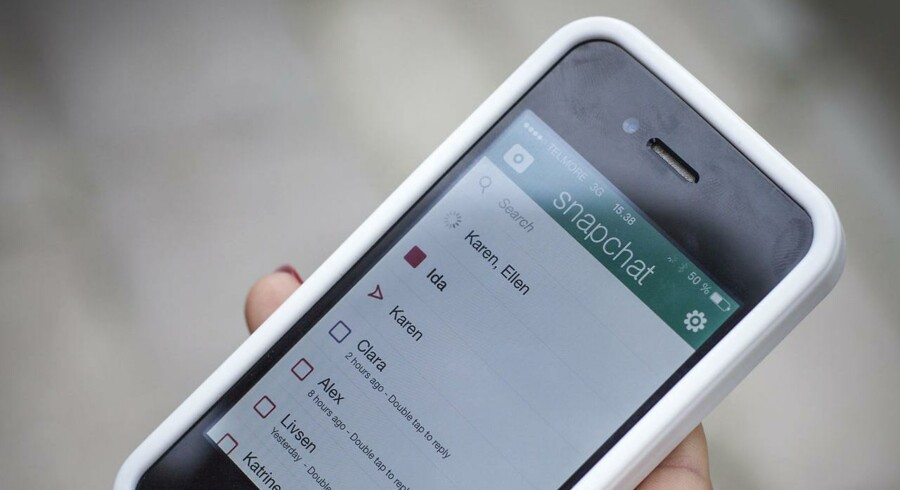 Masser af også danske unge bruger Snapchat, hvor fremsendte billeder og filmklip - i princippet - forsvinder efter få sekunder. Nu vil amerikanske brugere også kunne sende penge til hinadnen. Arkivfoto: Simon Skipper, Scanpix