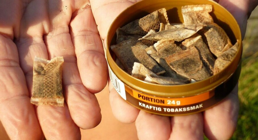 (FILES) This picture taken on August 6, 2009 in Stockholm shows a woman showing portions of snus, a moist powder tobacco product that is consumed by placing it under the lip. The European Union asked Demnark authorities to respect the sale ban on snus, a sucking tobacco popular in the country as smoking is being banned in public places around the world. AFP PHOTO / OLIVIER MORIN