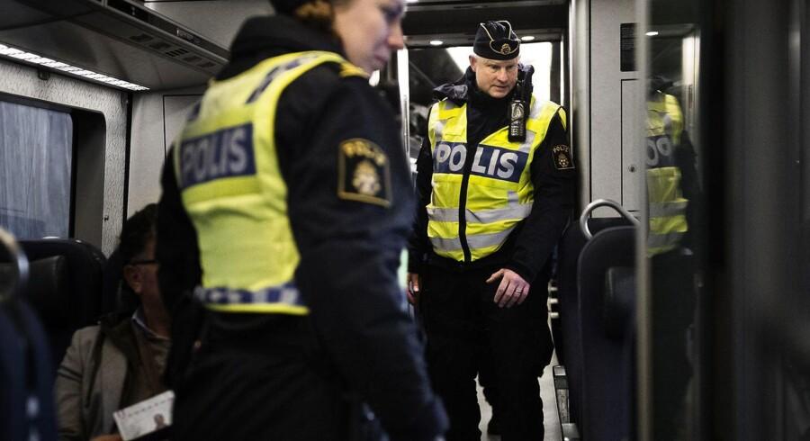 Fra 4. januar indførte svensk politi ID-kontrol. Konkret betyder det, at passagerer, der rejser med tog og bus mellem Danmark og Sverige, får deres papirer tjekket.