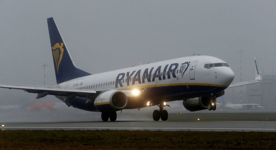 Arkivfoto. Overskuddet hos lavprisflyselskabet Ryanair faldt i selskabets tredje kvartal til 95 mio. euro fra 103 mio. euro i samme periode året før, og selskabet er forsigtigt med forventningerne til hele regnskabsåret 2016/2017.