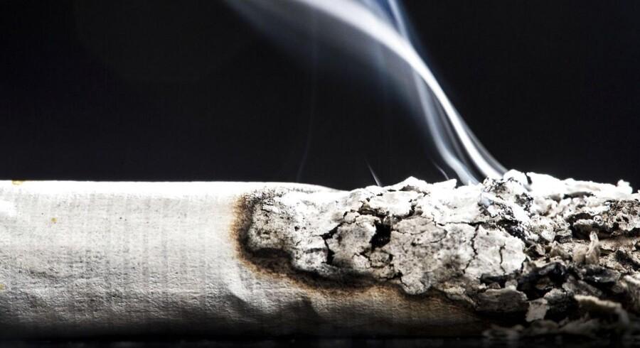 Det er på kant med WHO's anbefalinger, at borgerlige politikere har de seneste seks år modtaget over en kvart million kroner fra tobaksindustrien i Danmark, mener Kræftens Bekæmpelse, der råder danske politikere til at afvise pengene.