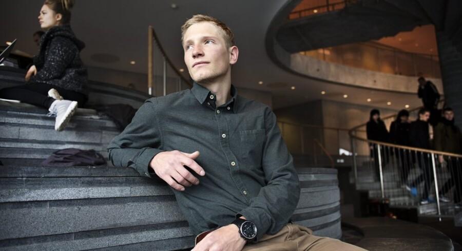 Mathias Skar-Gisling har masser af ideer og projekter, men fandt ud af, at han bedst kunne udnytte dem ved at kombinere dem med at studere på CBS, hvor han lærer noget om iværksætteri og det at drive forretning.  Foto: Niels Ahlmann Olesen