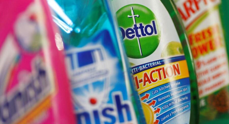Britiske Reckitt Benckiser, der står bag brands som Cillit Bang, Strepsils, Airwick og Durex, skuffer gevaldigt i regnskabet for tredje kvartal og nedjusterer helårsforventningerne. (Foto: © Stephen Hird / Reuters/Scanpix 2017)
