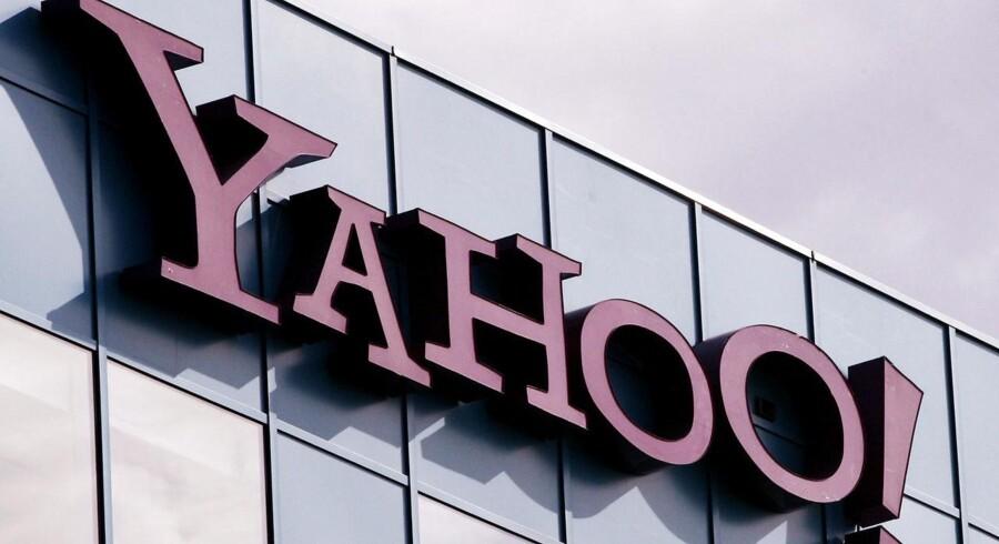 Yahoo, der tirsdag satte sig selv til salg efter et milliardunderskud, er anklaget for at ødsle med pengene.