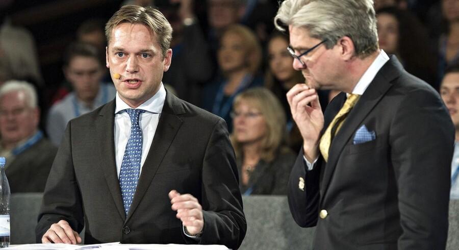 Arkivfoto: Venstres integrationsordfører Marcus Knuth (tv) og justitsminister Søren Pind diskuterer flygtningesituationen under Venstres landsmøde i Herning Kongrescenter.