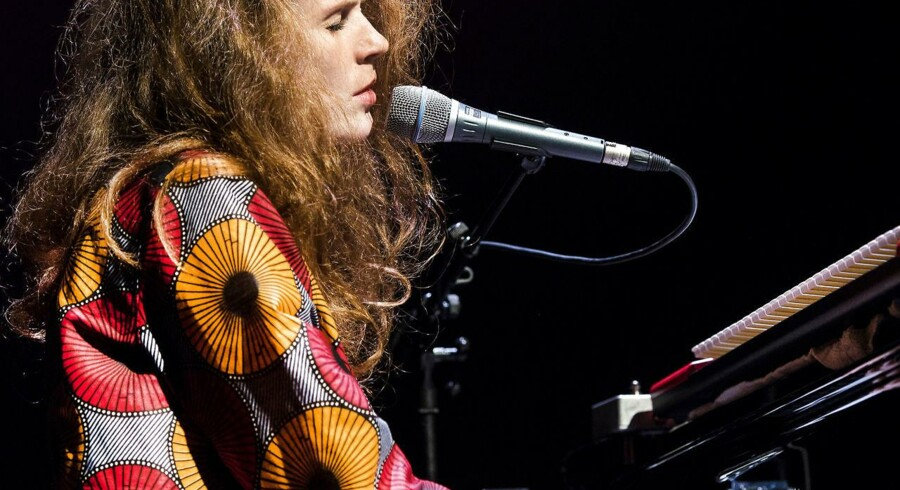 Den tyske sangerinde og pianist Johanna Borchert i Den Sorte Diamant, torsdag aften.