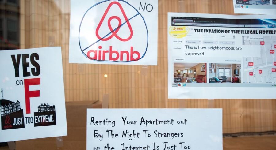 Beboere og politikere i San Francisco ville med det såkaldte »Forslag F« begrænse Airbnb-udlejning i byen, som det fremgår af disse plakater. Men internet-giganten iværksatte en modkampagne, og forslaget blev forkastet. Foto: Josh Edelson