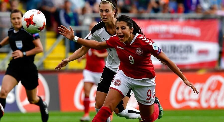 Nadia Nadim i kamp under sommerens EM-slutrunde, hvor de danske fodboldkvinder vandt sølv.
