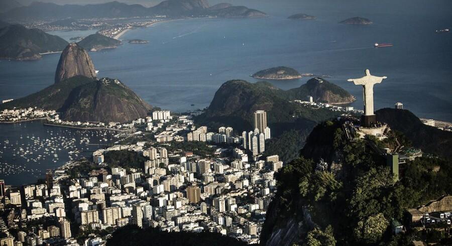 Det brasilianske bruttonationalprodukt, BNP, skrumpede 3,8 pct. i 2015, hvilket sender det tidligere vækstland på vej mod den værste recession, siden landets myndigheder begyndte at føre officiel statistik med udviklingen.