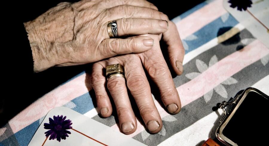 Sidste år henvendte Alzheimerforeningen sig til økonomi- og indenrigsminister Margrethe Vestager (R) for at gøre hende opmærksom på problemet om, at ikke alle demente på plejehjem fik afgivet deres stemme til valg. Nogen reaktion fra ministeren fik foreningen ikke.