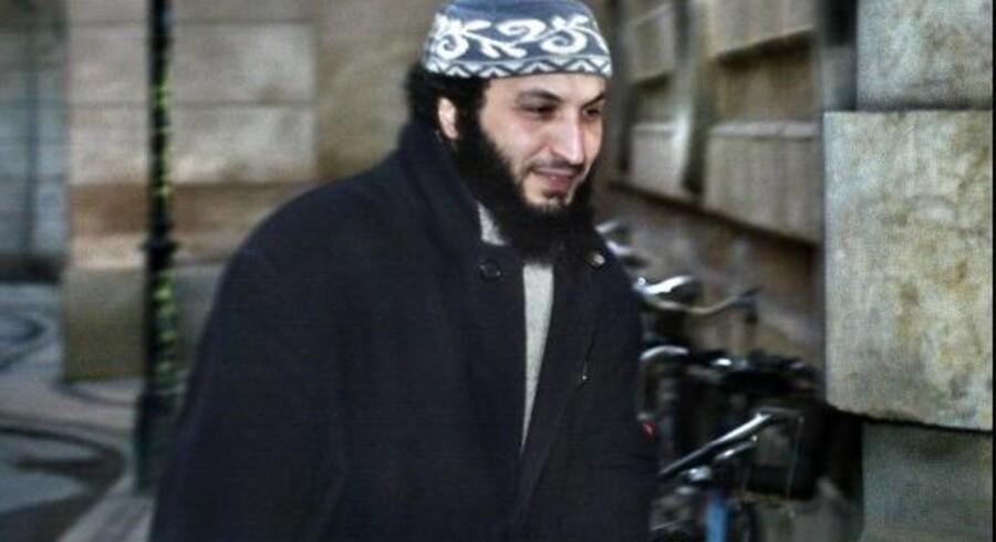 Sam Mansour - kendt som »Boghandleren fra Brønshøj« - er blevet kendt skyldig i at opfordre til terror. Torsdag aften kom strafudmålingen, der sender Mansour fire år i fængsel. Men han beholder sit danske statsborgerskab.