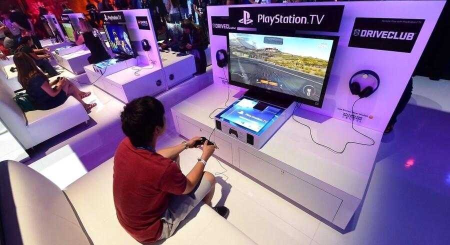 Sonys spillekonsol, Playstation 4, er med til at løfte giganten, som nu ser ud til at være på vej mod bedre tider. Arkivfoto: Frederik J. Brown, AFP/Scanpix