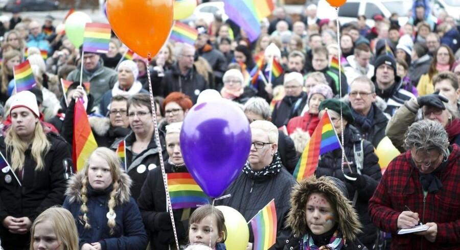Chikane af et lesbisk par i Mariager fik sidste efterår mange af byens borgere til at demonstrere til fordel for det kvindelige ægtepar.