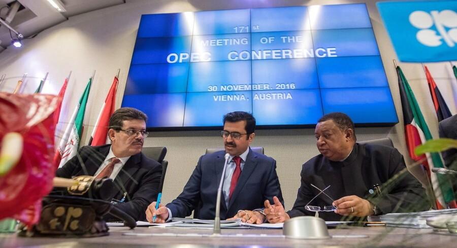 Formand for OPEC Mohamed Hamel, OPEC præsident Qatars energiminister Mohammed bin Saleh al-Sada og OPEC genealsekretær rMohammad Barkindo
