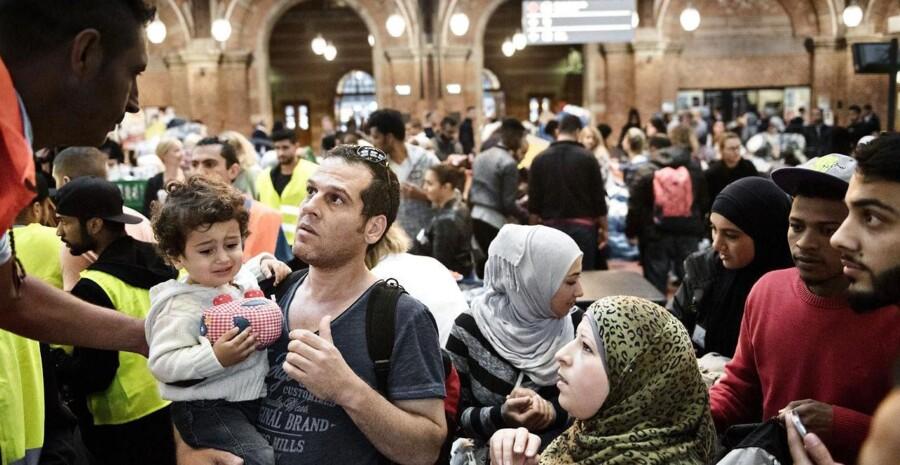 Flygtninge på vej til Sverige og frivillige danskere fotograferet på Københavns Hovedbanegård 11. september 2015.