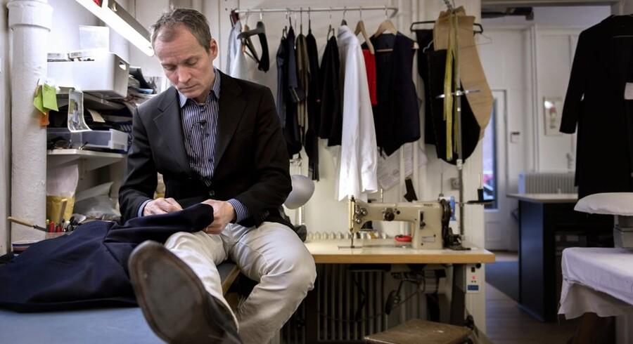 Peter Undén er en af de få i dagens Danmark, der mestrer det gamle håndværk som herre-skrædder. Foto: Keld Navntoft