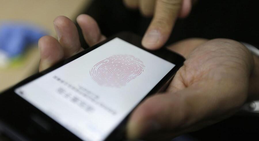 Svenske Fingerprint Cards bliver torsdag belønnet på børsen i Stockholm, efter at selskabet onsdag aften meddelte, at en ny og forbedret algoritme til smartphones er på trapperne.