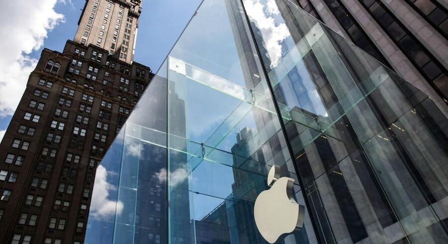 »Jeg mener, at dagens historie var reaktionerne på iPhone 7,« siger Mace Blicksilver fra finanshuset Marblehead Asset Management til nyhedsbureauet AFP.