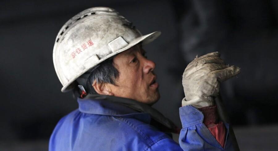 I årevis har de større byer i Kina gjort sit for at holde landarbejderne væk fra at bosætte sig permanent, men nu er der kommet nye boller på suppen.