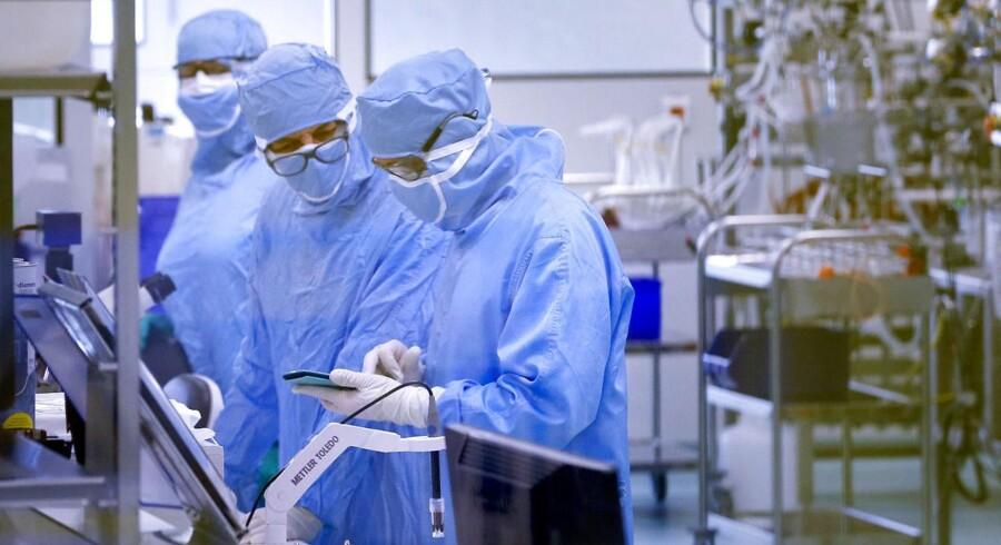 Zealand Pharma-aktien stiger med 8,4 pct. til 122 kr. efter godt fem minutters handel mandag.