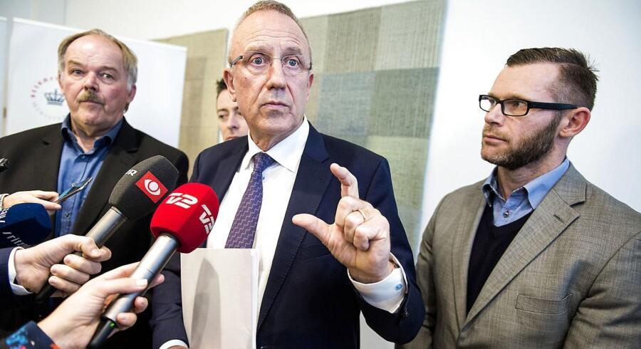 Joachim B. Olsen vil diskutere et kontroversielt kontanthjælpsforslag med beskæftigelsesminister Jørn Neergaard Larsen.