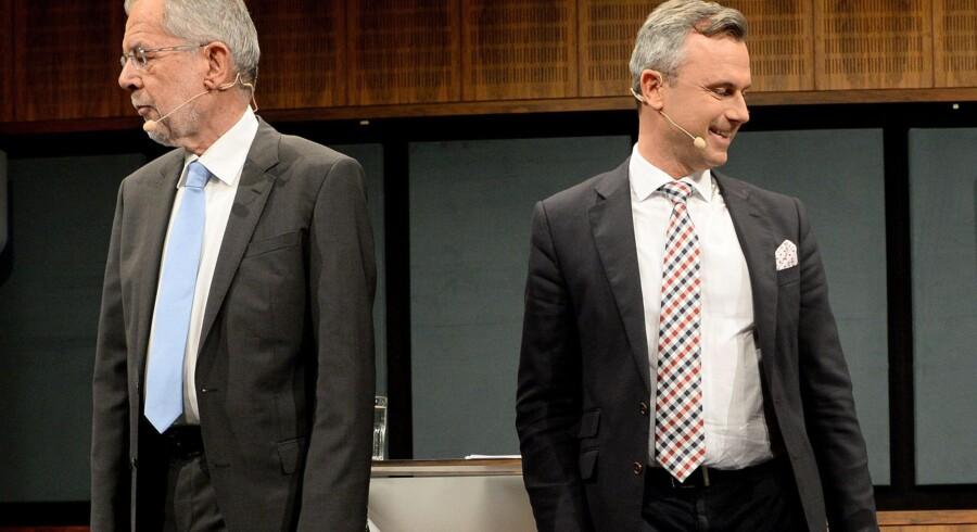 Det østrigske præsidentvalg står mellem disse to: Alexander van der Bellen (t.v.), tidligere partiformand for De Grønne, og Norbert Hofer, chefideolog hos højrepartiet FPÖ. Foto: Roland Schlager/AFP/APA
