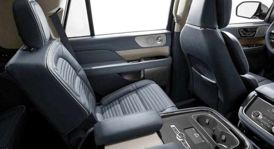 Bagi Lincoln Navigator er pladsen overdådig og luksus en selvfølge.