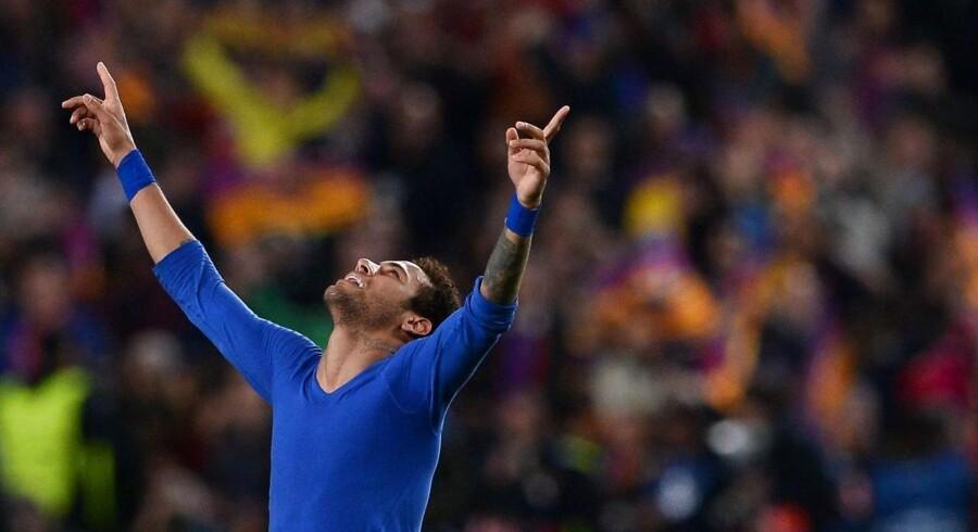 Et foto fra marts 2017 viser den brasilianske FC Barcelona-angriber Neymar fejre en 6-1-sejr over Paris Saint-Germain. Nu tyder alt på, at han skifter til den franske klub.