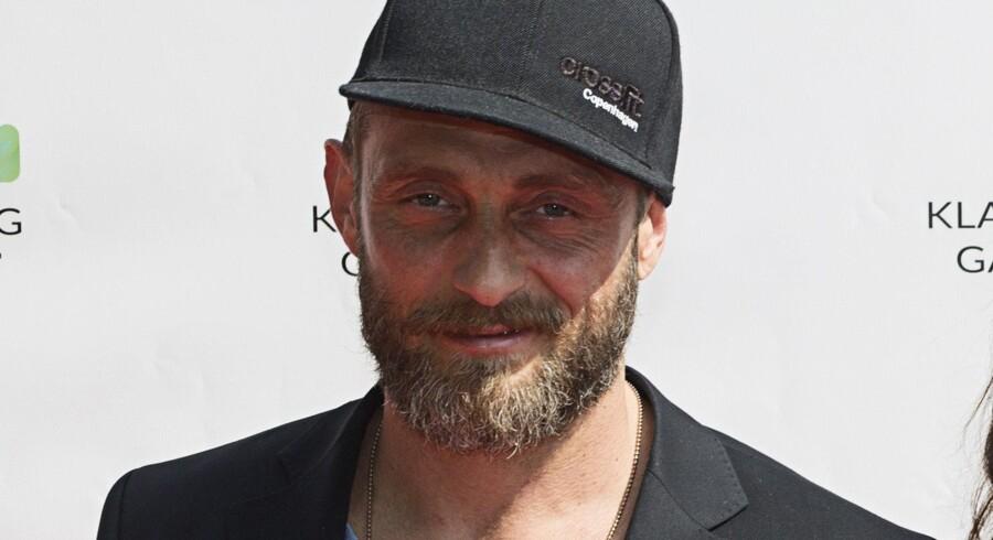 Roland Møller spiller blandt andre over for den Oscarvindende Hollywood-skuespillerinde Charlize Theron i Atomic Blonde. Scanpix/Jonas Skovbjerg Fogh