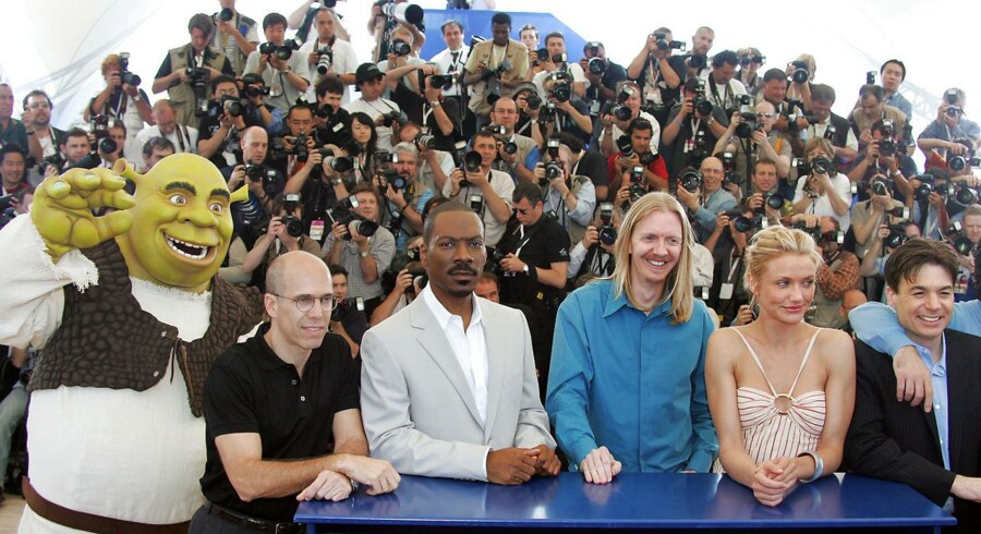 "(L TO R) The giant green ogre known as Shrek, Dreamworks executive producer Jeffrey Katzenberg, US actor Eddie Murphy, US director Andrew Adamson, US actress Cameron Diaz, and US actor Mike Meyers, pose during a photo call for the film ""Shrek 2"", 15 May 2004 at 57th the Cannes Film Festival in the French Riveria town. The Hollywood film is in competition for the festival's top prize, the Palme d'Or. AFP PHOTO/PASCAL GUYOT"