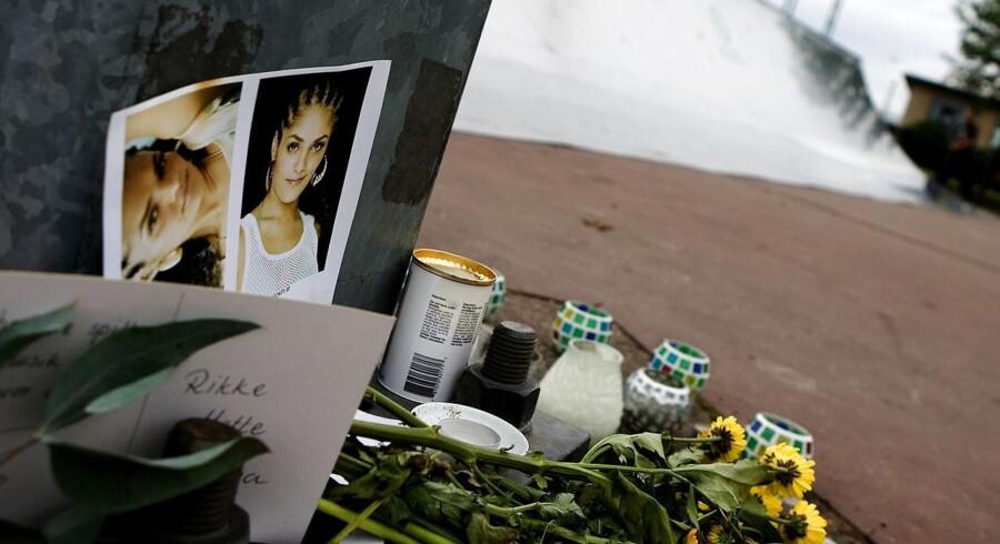 Arkivfoto: Rapperen Natasja Saad mindes med blomster på skaterbanen på Islands Brygge.