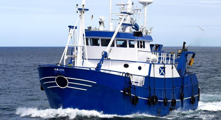 Venstre vil ændre loven, så mindre skibe og både kan hente el fra land til lavere afgifter.