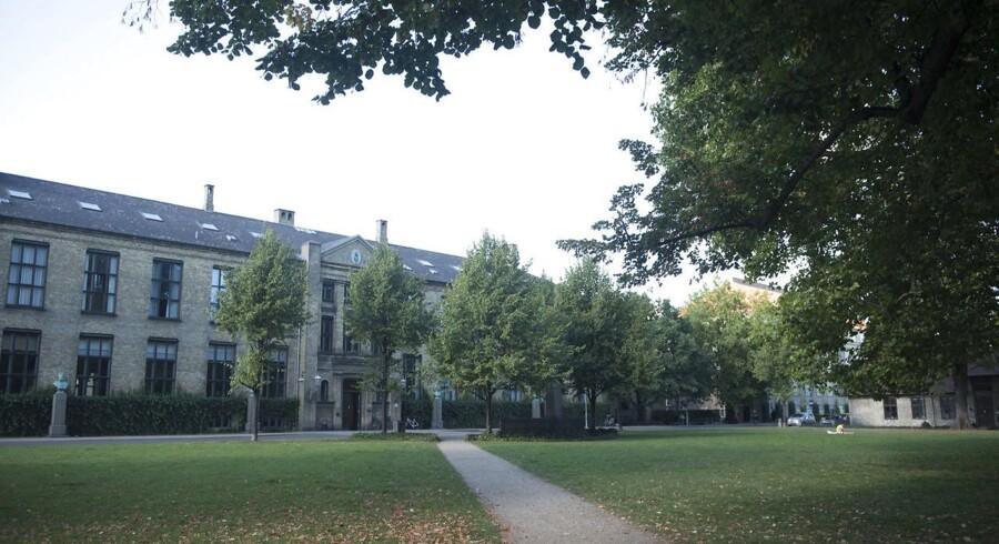 To fredage i træk er flere kvindelige studerende blevet seksuelt antastet af mænd med mellemøstligt udseende, når de har forladt fredagsbaren på Københavns Universitets Frederiksberg Campus.