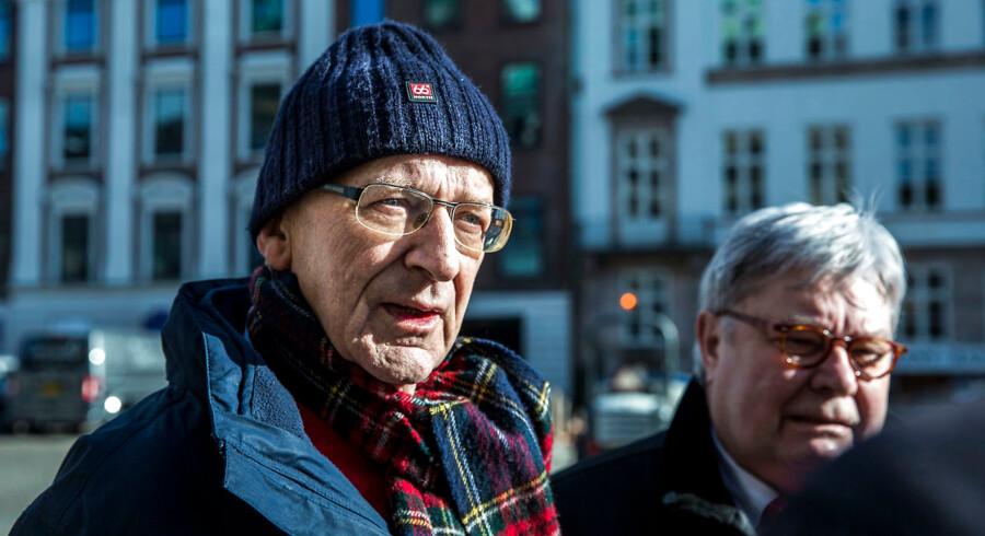Københavns Byret holder i dag en såkaldt indenretlig afhøring i retssal 60 med den tidligere skibsinspektør Flemming Thue Jensen(tv.). Norsk politi ønsker at få stillet ham spørgsmål om katastrofen på færgen Scandinavian Star.