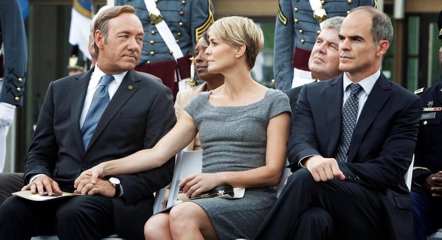 Parret Frank & Claire Underwood er indbegrebet af politisk kynisme i House of Cards. Til højre i billedet ses hans stabschef, Doug Stamper, der er lige så nådesløs som Frank.