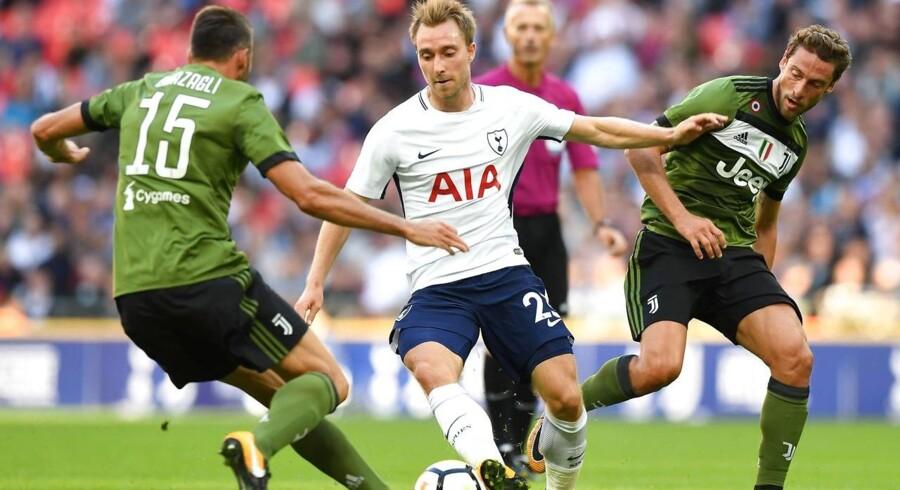 Christian Eriksen dribler forbi to Juventus-spillere under en træningskamp mellem Tottenham og Juventus tidligere på måneden.