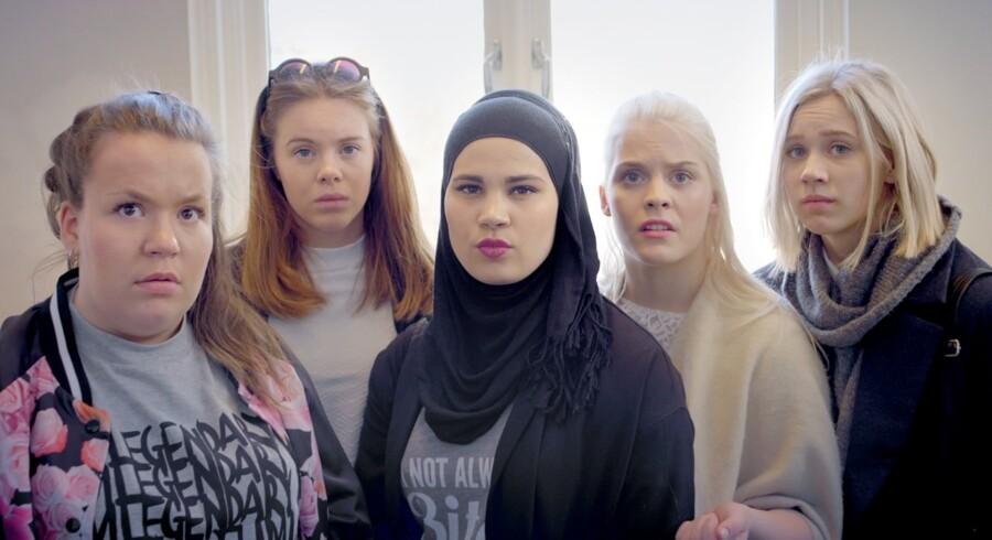 De kvindelige hovedpersoner i »Skam« diskuterer alt fra penge til sex. I seriens næste sæson har den unge fyr Isak hovedrollen.