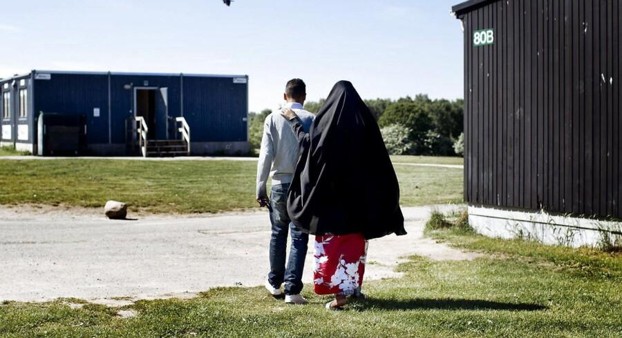 5 af de 17 asylcentre, som Langeland Kommune driver, har som noget nyt fået skud- og stiksikre veste til personalet. Planen er ifølge centerchef Ulrik Pihl, at lageret skal udvides, så de øvrige 12 centre også får 2-4 veste hver i løbet af den nærmeste fremtid (Arkivfoto: Bax Lindhardt/Scanpix 2015).