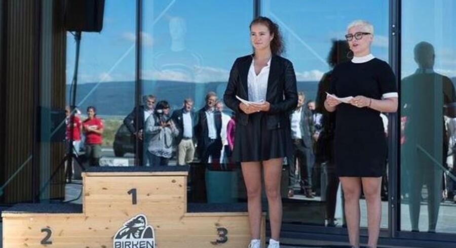 Søstrene 19-årige Alexandra og 20-årige Katharina Andresen har hver en formue på 5,9 mia. norske kroner. Her taler de til åbningen af den nye Swix bygning - en skiudstyrsproducent som hører under faderens selskab Ferd.