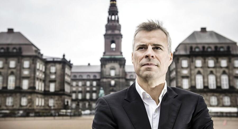 »På Christiansborg er både den aktuelle retssag mod Omar El-Husseins mulige hjælpere og TV 2s moskéafsløringer med til at understrege, at Danmark stadig står over for en enorm udfordring med at tackle bandekriminalitet og radikalisering,« skriver Berlingskes politiske kommentator Thomas Larsen.