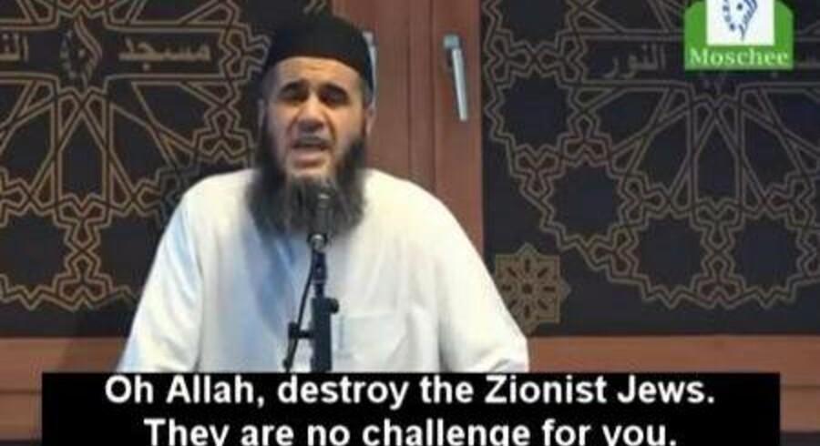 Screendump fra fredagsbønnen i Berlin, hvor den danske imam Abu Bilal Ismail opfordrer til drab på jøder.