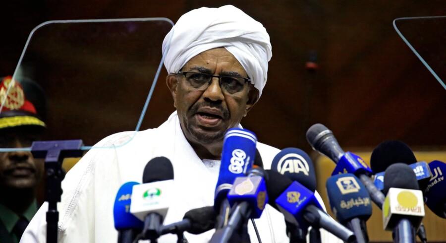 Sudans præsident, Omar al-Bashir, i en tale til parlamentet tidligere på måneden. Scanpix/Ashraf Shazly