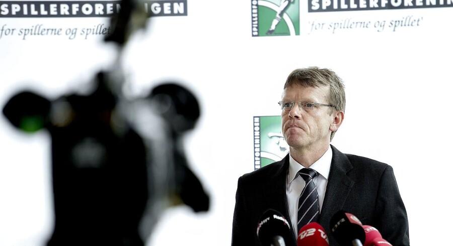På den igen. Mads Øland står lige nu centralt i konflikten mellem kvindelandsholdet og DBU (Foto: Keld Navntoft/Scanpix 2017)