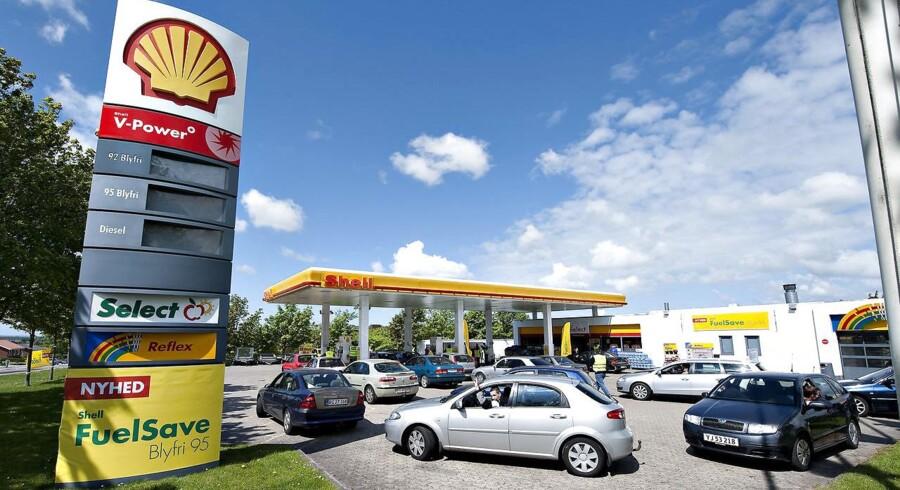 Danskerne kan se frem til lavere benzinpriser, som vil række helt ind i sommerferien.