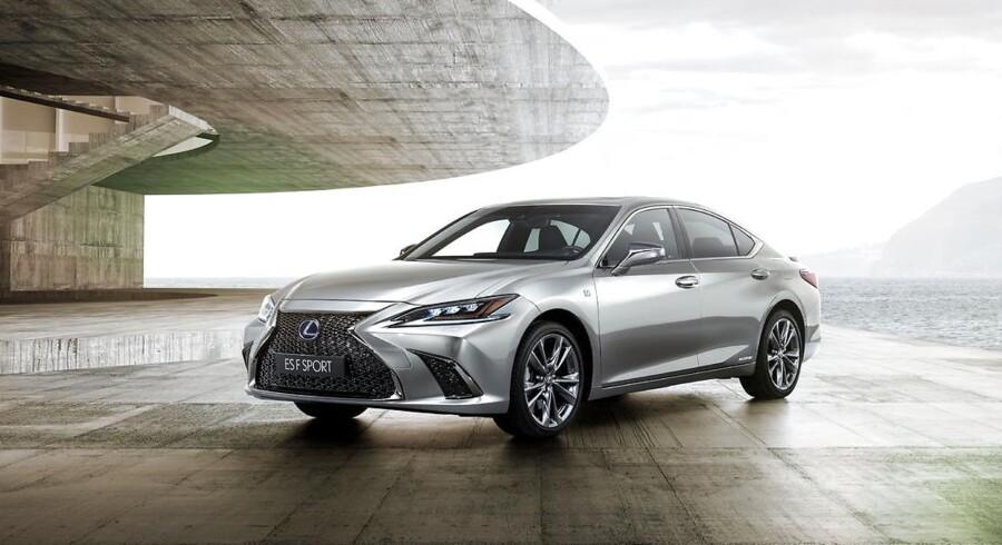 Lexus ES kommer for første gang til Europa, men den bliver begrænset af kun at komme med en motor, en hybrid med 218 hk