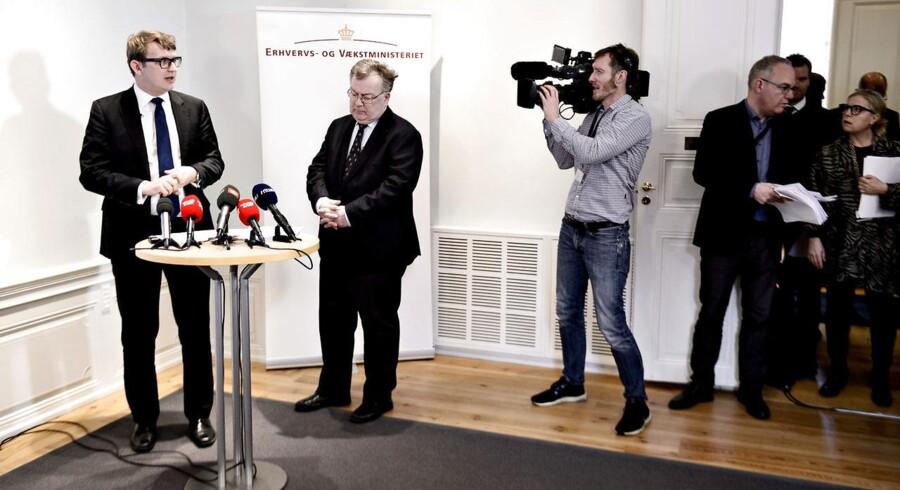 Akrivfoto: Erhvervs- og vækstminister Troels Lund Poulsen (tv) og finansminister Claus Hjort Frederiksen (th) holdt pressemøde tirsdag d. 23. februar 2016 med en status for udflytningen af statslige arbejdspladser.