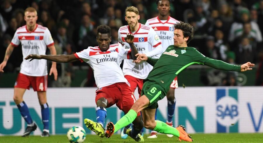 Werder Bremens Thomas Delaney (i grønt), som her ses i en tidligere kamp, var lørdag med til at vinde ude over Augsburg. Reuters/Fabian Bimmer