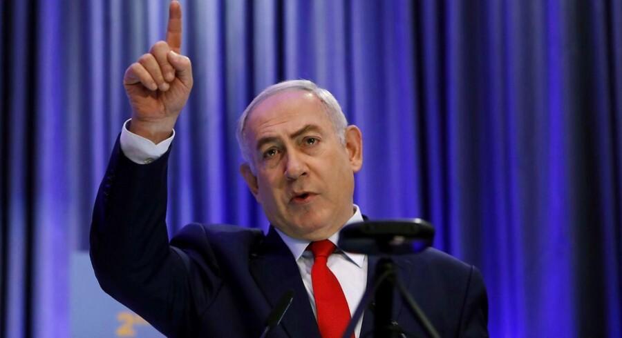 Den israelske premierminister Benjamin Netanyahu vil på et møde tirsdag forsøge at presse Kåre Schultz til at lempe på sin gigantiske spareplan i Teva.