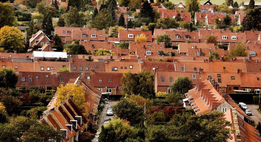I 2016 er de handlede villaer og rækkehuse, der har et nyere årstal end 2004 stående på fødselsattesten, i gennemsnit solgt to uger før de ældre huse.