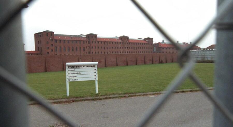 Tidligere på måneden blev Playstations på samtlige danske arresthuse og lukkede fængsler inddraget, efter at ekstremistisk materiale var blevet fundet på fire spillekonsoller i Nyborg Fængsel. Særligt for to år siden havde fængslet problemer med vold mod bejente fra netop LTF. Bandeoverfaldene dengang kulminerede med, at en fængselsbetjent blev skudt i benet flere gange af en maskeret mand ude foran fængslet.
